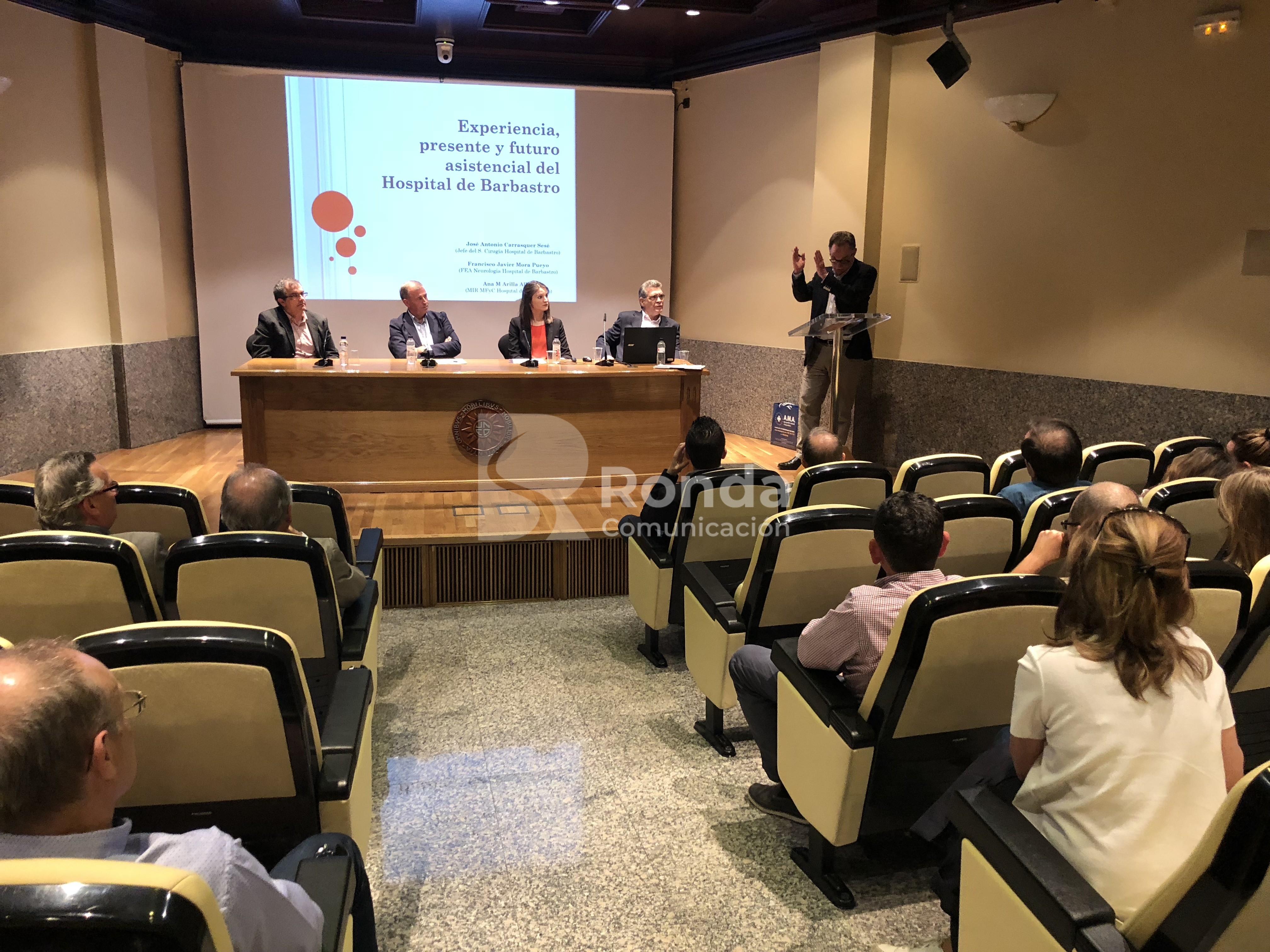Debate celebrado en la UNED sobre el Hospital de Barbastro. Pepe Borrel en el atril