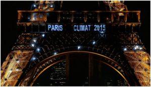 Imagen de la torre Eiffel durante la cumbre de Paris del 2015 ®Copyright 2019 CRHoy.com