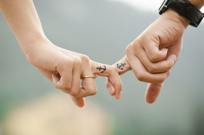 amantes manos