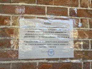 Cartel ubicado en el Cuartel de la Guardia Cvil de Barbastro