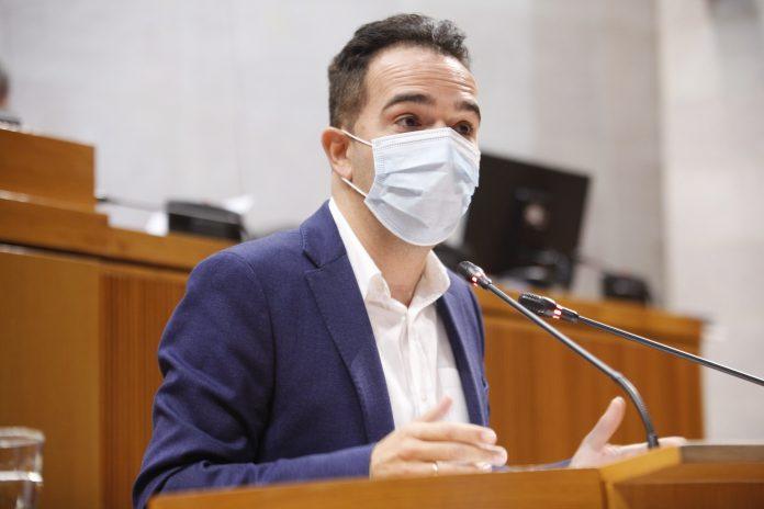 El portavoz del PAR en las Cortes, Jesús Guerrero