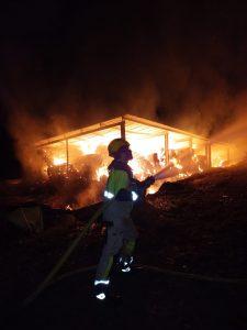Incendio en un almacén de paja en Naval